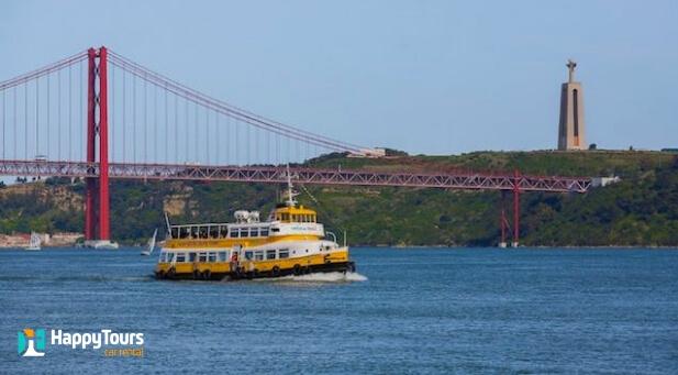Navegando no Rio Tejo Lisboa - Portugal