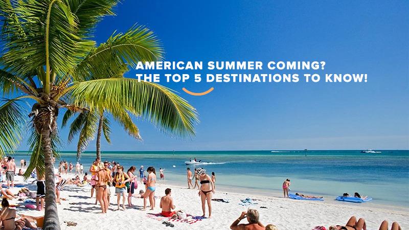 Pessoas na praia aproveitando o verão americano