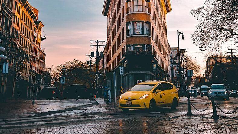 taxi nas ruas canadenses